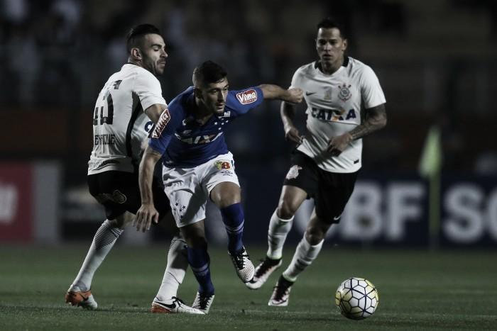 Corinthians sai na frente, mas cede empate ao Cruzeiro no Pacaembu
