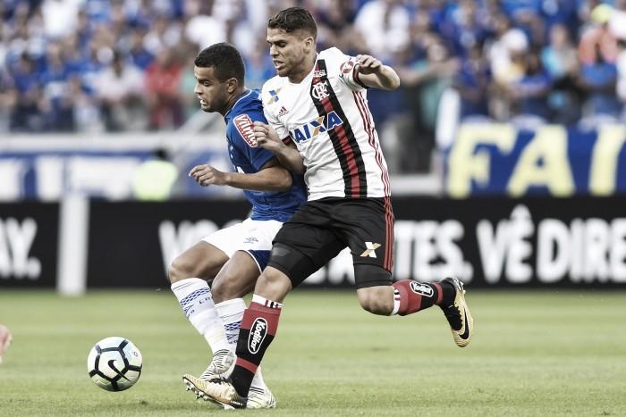 Em tarde de Mineirão cheio, Cruzeiro e Flamengo ficam no empate após duelo eletrizante