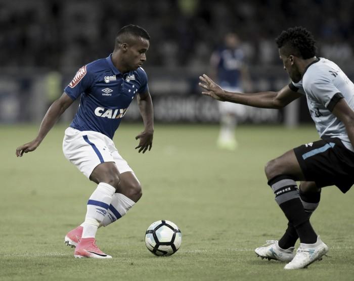Em jogo de seis gols, Cruzeiro busca igualdade e empata com Grêmio no Mineirão