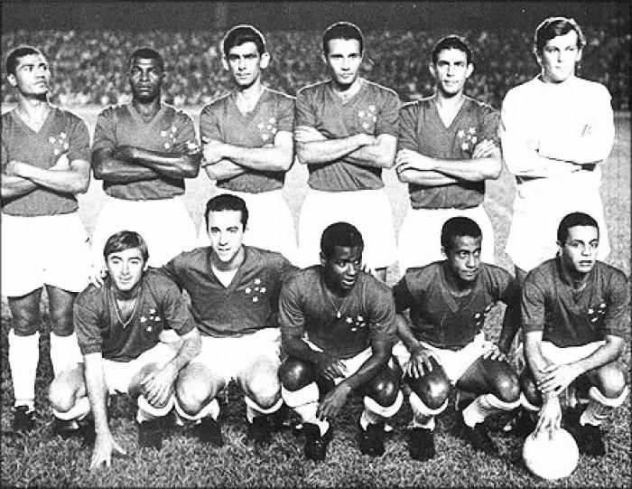 Há exatos 50 anos, Cruzeiro goleava o Santos, de Pelé, no Mineirão