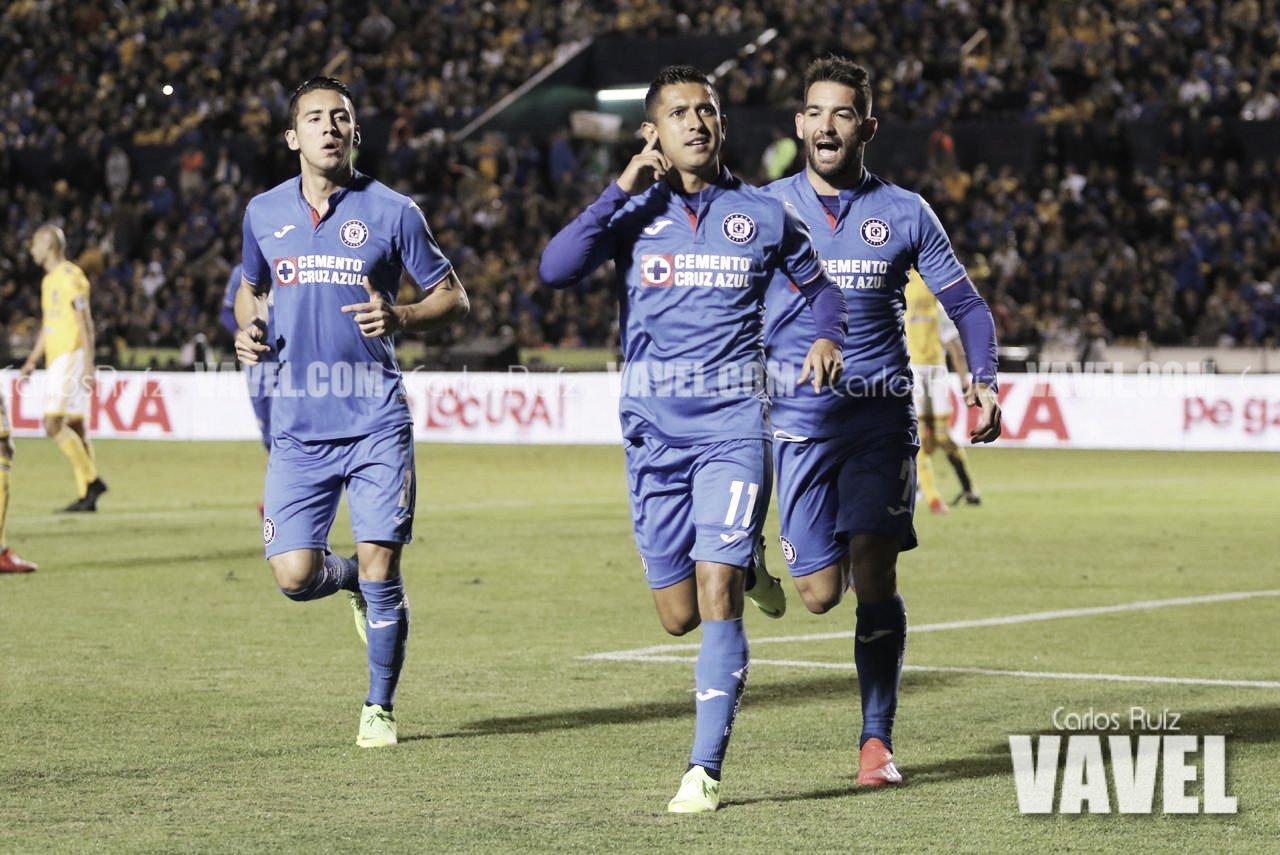 Un deslucido Tigres pierde ante Cruz Azul en el 'Volcán'