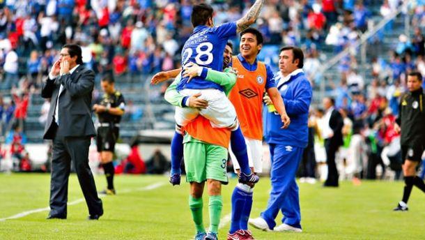 Triunfo con sabor a liderato; Cruz Azul vence 2-1 a Pumas