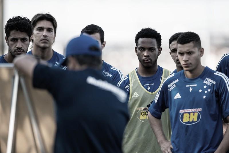 Sem vencer há seis jogos, Cruzeiro recebe Vitória na estreia de Ney Franco