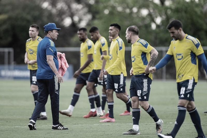 Com salários atrasados, jogadores do Cruzeiro anunciam greve