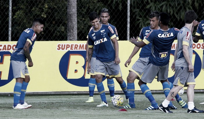 Com volta de Robinho, Cruzeiro se reapresenta visando duelo contra Santa Cruz