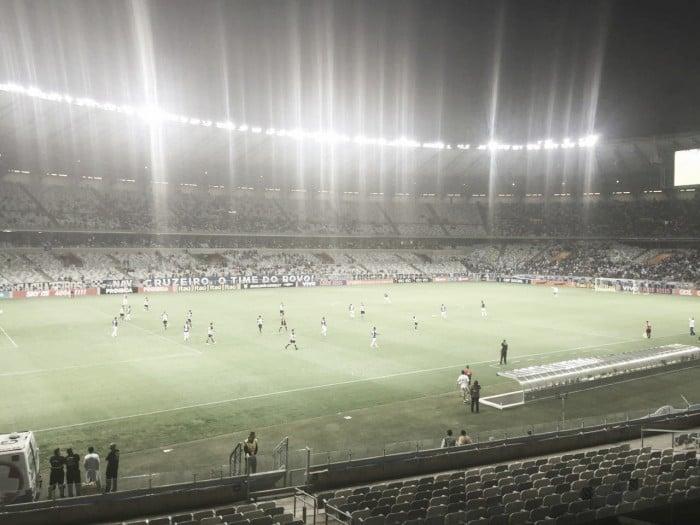 Cruzeiro fica no empate contra Figueirense na estreia de Paulo Bento
