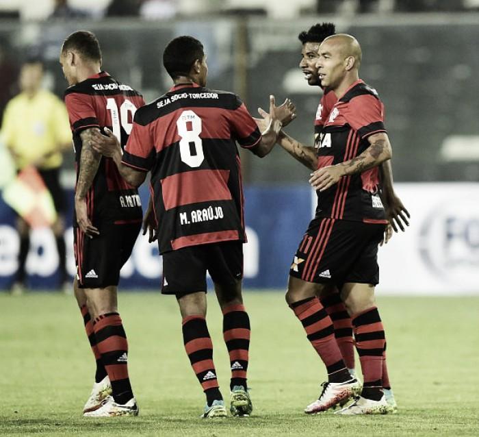 Flamengo bate Palestino com gol de Emerson Sheik e encaminha vaga na Sul-Americana