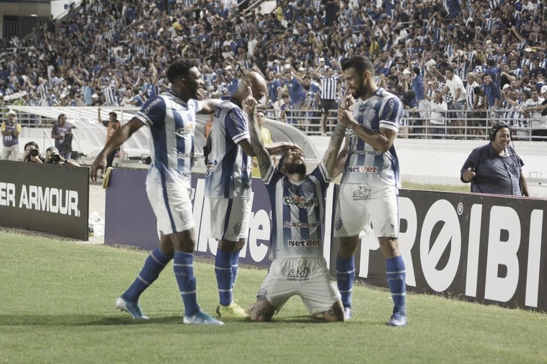 Em Maceió, CSA derrota Chapecoense e conquista terceira vitória no Brasileirão