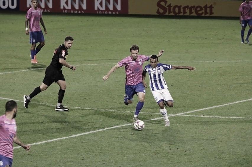 "Diego Renan valoriza empate conquistado pelo CSA contra Avaí: ""Resultado válido"""