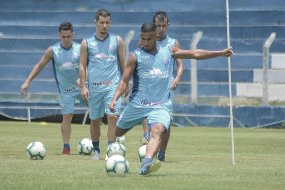 Sem quatro atletas, CSA finaliza preparação em Maceió para duelo contra Athletico