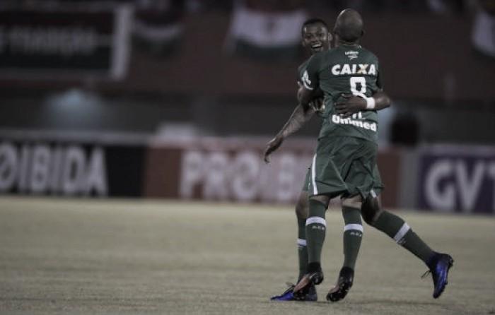 Chapecoense vira no fim e derruba invencibilidade do Fluminense em Edson Passos