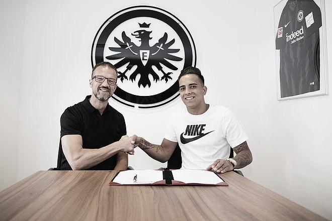 Eintracht Frankfurt assina com Rodrigo Zalazar, ex-Málaga, até 2023