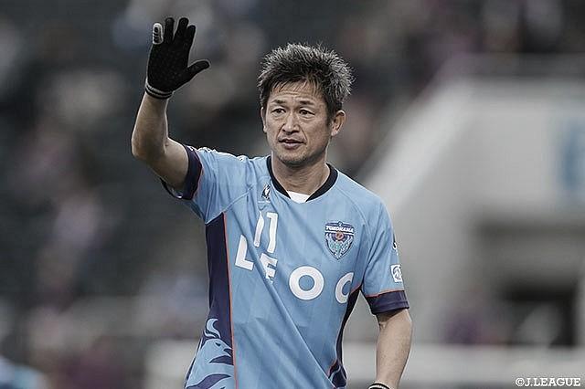 Perto dos 54 anos, Kazu Miura renova contrato com o Yokohama FC