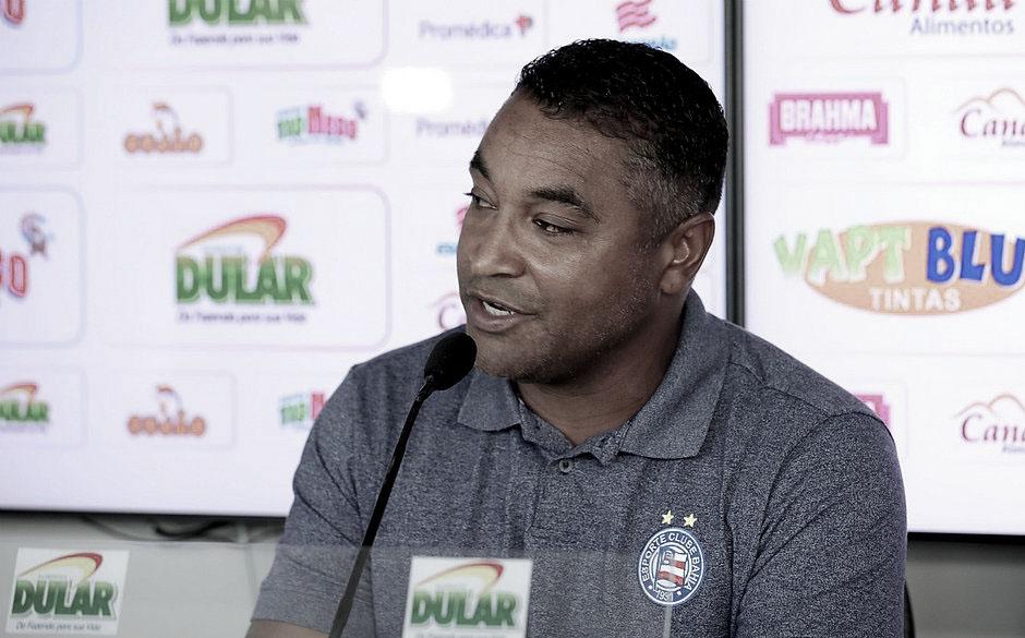 """Roger coloca triunfo sobre o Fluminense na conta dos atletas: """"Jogo de muita dedicação"""""""