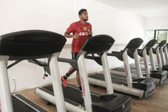 Ruiz volta a sentir incômodo na coxa e passa a ser dúvida para confronto diante do São Paulo