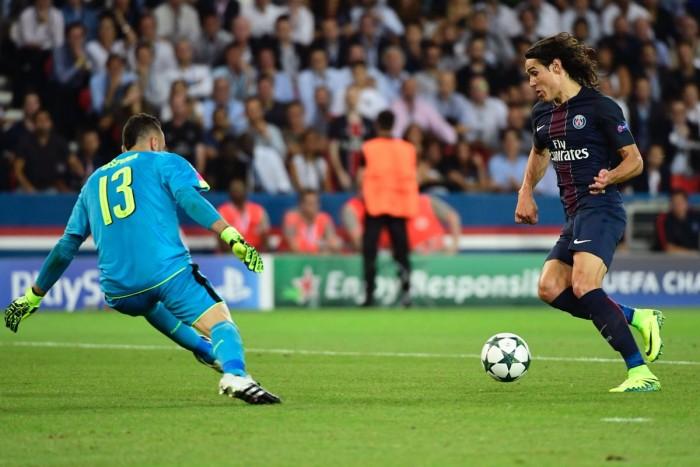 Ospina e Sanchez rallentano il PSG: Cavani fa e disfa, l'Arsenal strappa l'1-1