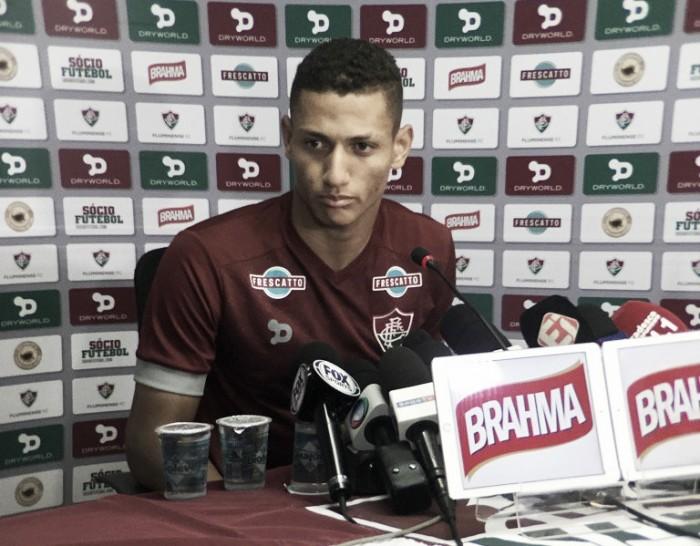 """Richarlison destaca importância do jogo contra Santos: """"Queremos subir e pensar em título"""""""