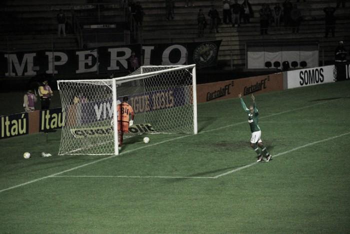 Bruno Rangel marca três vezes, Chapecoense vence fora de casa e agrava crise do Coritiba