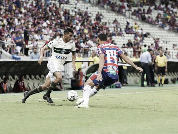 Em clima melancólico, Coritiba encerra temporada diante do campeão Fortaleza