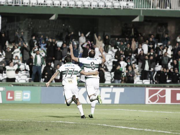 Com arbitragem polêmica, Coritiba marca no último minuto e vence o Juventude