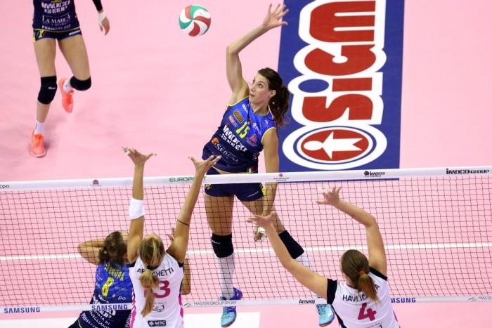 Volley, Serie A1 femminile - Partenza amara per le campionesse d'Italia. Vince Scandicci al tie-break