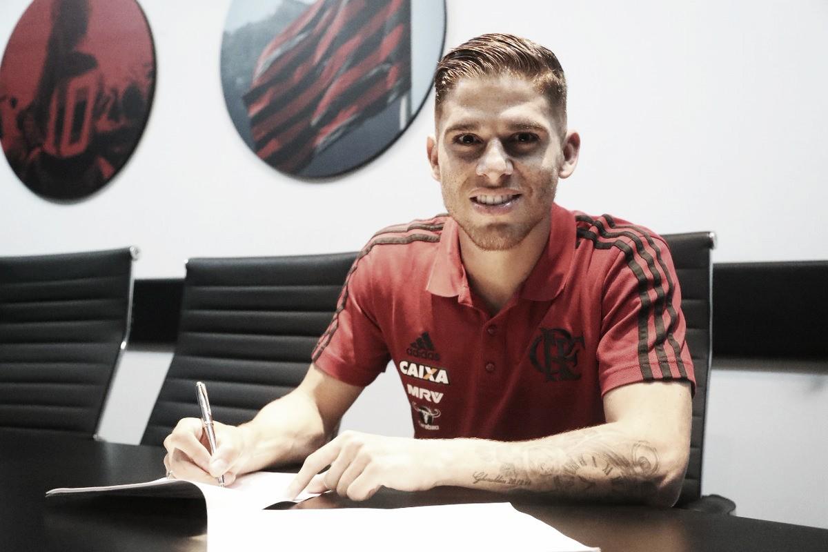 """""""Se queda"""": Flamengo anuncia renovação contratual de Cuéllar até 2022"""
