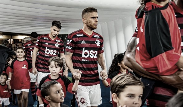 Cuéllar recebe proposta do futebol árabe e sinaliza saída do Flamengo