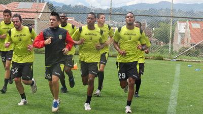 Deportivo Cuenca practica la definición