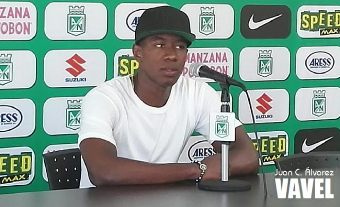 """Carlos Cuesta: """"Esperemos sufrir menos, marcar goles rápido y que en defensa nos lleguen poco"""""""