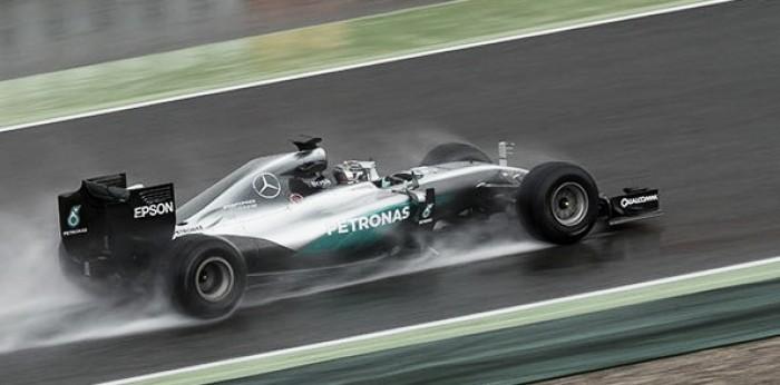 Nico Rosberg estrena los neumáticos de 2017 bajo la lluvia
