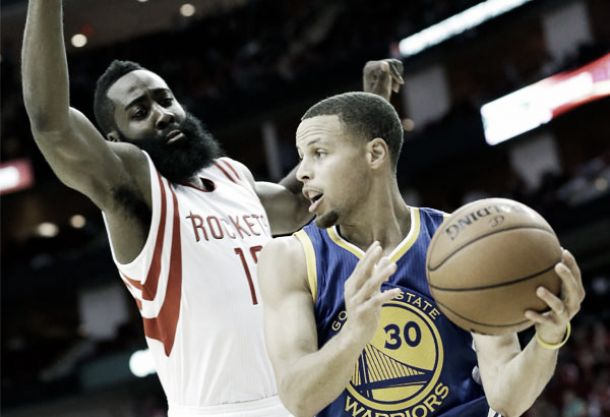 Nba, l'orgoglio dei Rockets evita lo sweep. Warriors, paura per Curry
