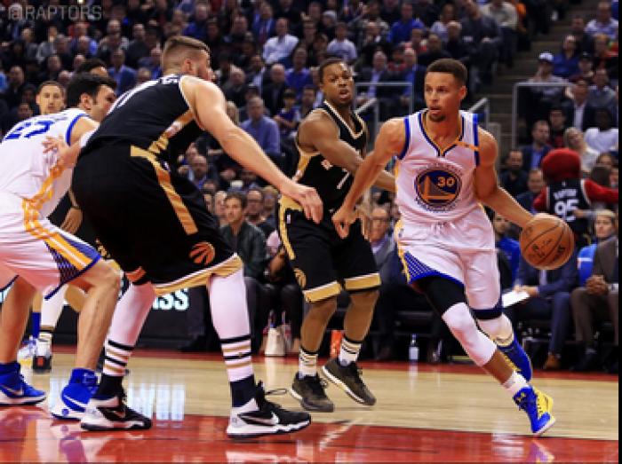 NBA - Curry e Durant danno spettacolo: battuti anche i Raptors