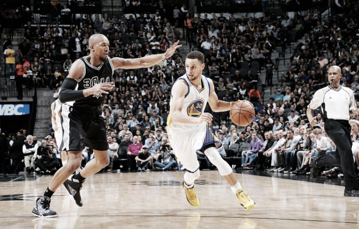 Nba, Curry da favola e da record a San Antonio (86-92)