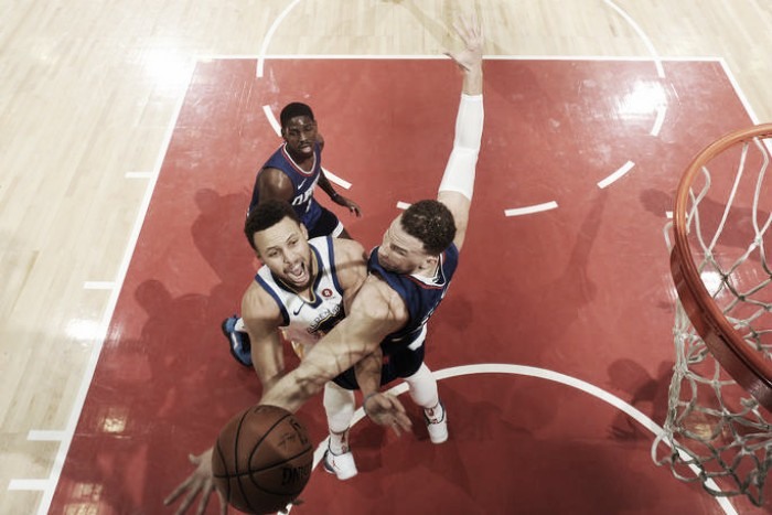 Curry domina a los Clippers