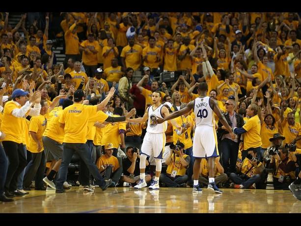 Warriors vence Spurs e empata a série em 2-2