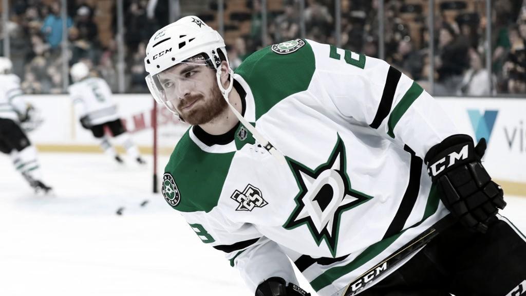 Stephen Johns regresa al hielo tras 22 meses fuera