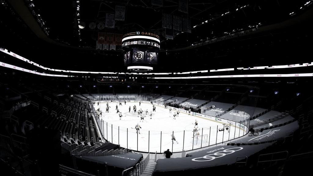Los Bruins aplazan dos partidos por protocolo COVID-19 y los Sabres en riesgo