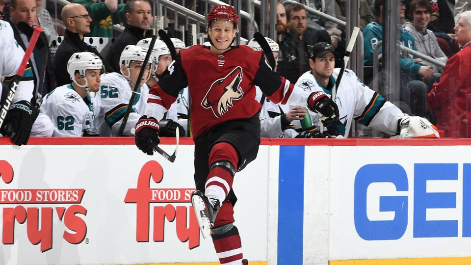 Arizona Coyotes defeat San Jose Sharks to keep playoff hopes alive