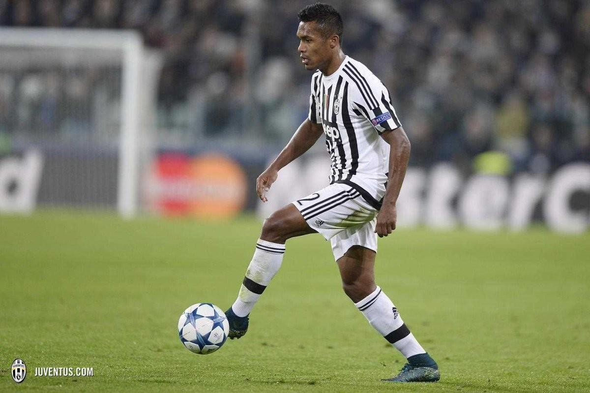 Juventus, allarme Alex Sandro. Si ferma in Nazionale