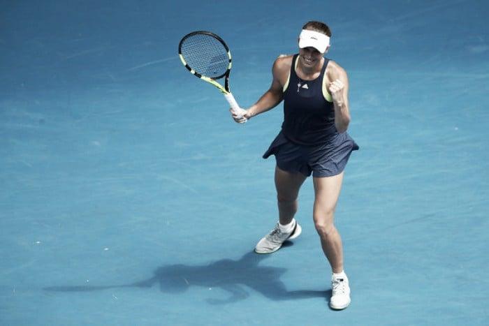 Australian Open: Caroline Wozniacki resists Carla Suarez Navarro's challenge for her second semifinal