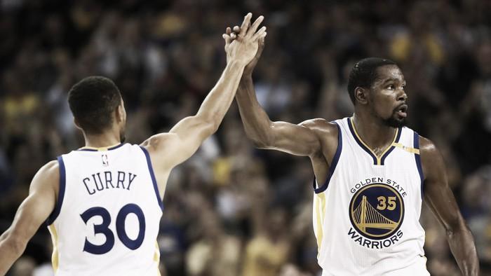 Warriors vencem Mavericks com ótima atuação coletiva