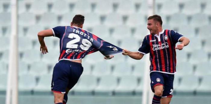 Serie A, prima storica vittoria del Crotone: Trotta e Falcinelli stendono il Chievo Verona