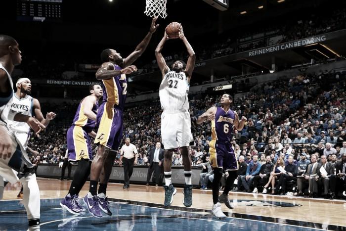 Wiggins anota 47 pontos e Timberwolves vencem Lakers