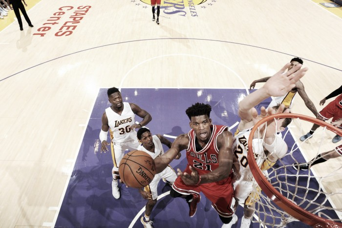 Butler anota 40 pontos e Chicago Bulls vence Los Angeles Lakers
