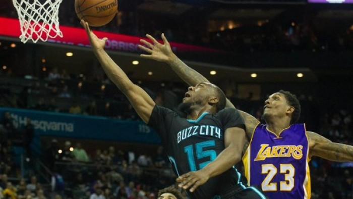 NBA: Walker fa 38 e abbatte i Lakers, Utah vince in casa con Philadelphia