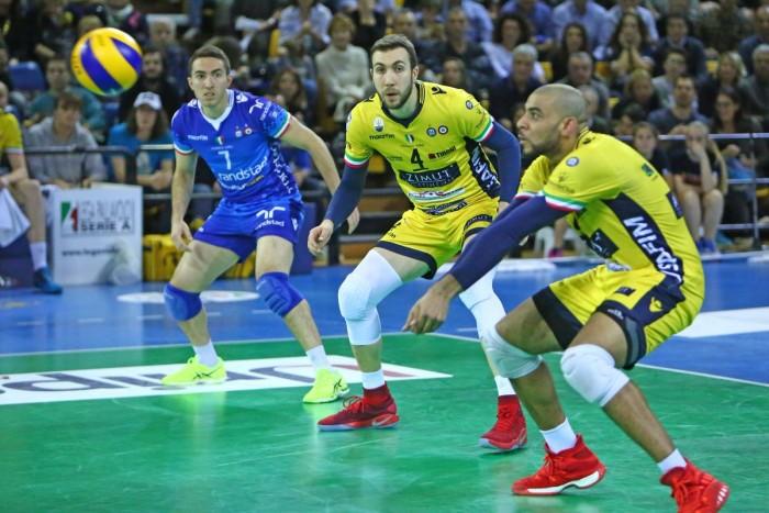 Volley M - La Lube nonostante la sconfitta di Modena è campione d'inverno