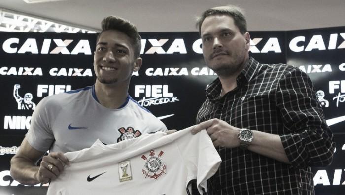 Volante Jean é apresentado e garante raça e vontade com a camisa do Corinthians