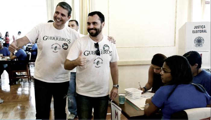 Acompanhado de Ricardo Tenório, Mário Bittencourt é o segundo candidato à presidência a votar