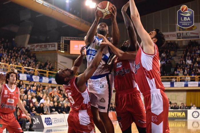 LegaBasket: Landry e Burns guidano una coraggiosa Brescia alla vittoria su Reggio Emilia (93-88)