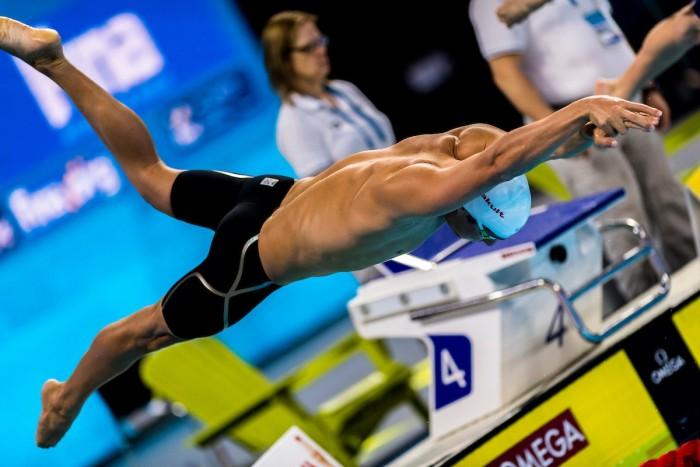 Mondiali nuoto vasca corta, batterie 2°giornata: Pellegrini e Ferraioli in semifinale nei 100 stile, Dotto out per 7 centesimi, la staffetta 4x50 mista donne si gioca una medaglia